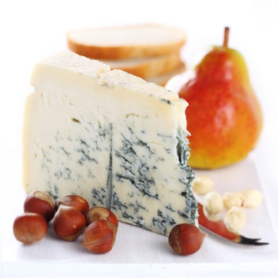 Rogue-River-Blue-Cheese-with-Oregon-Pears-and-Hazelnuts